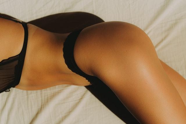 Dessous auf dem Bett